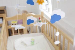 Мобиль над кроваткой ребёнка