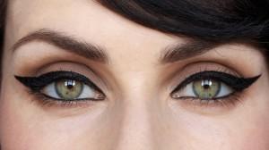 Красивый макияж кошачий глаз