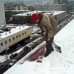 Очистка крыш от снега: необходимость и особенности