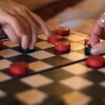 Как играть в русские шашки?